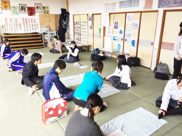 【高校の特別授業に出張!】セラピストの技術を広め、将来の選択肢に。「ウェルネス福岡」なら高校生から学べる!
